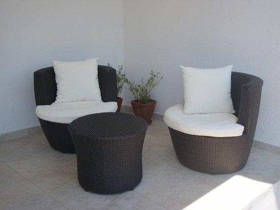 Casa nas Serras: Patio Furniture outside each room