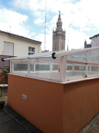 Life Apartments Giralda Suites: Terrasse avec vue sur la Giralda