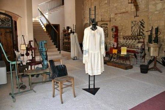 Museo del Vino: Una mostra di abiti dei primi del 900 in occasione di Cantine Aperte 2011