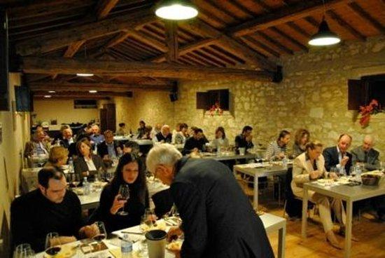 Museo del Vino: La sala accoglienza del Museo durante una serata/evento di degustazione