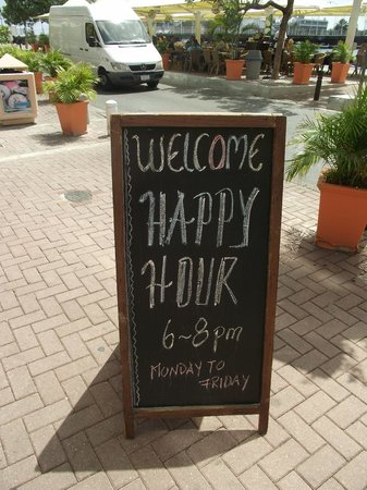 Punda: HAPPY HOUR DAILY AT 6PM