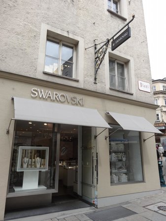 ‪Swarovski Boutique‬