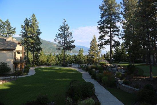Bigfork Mountain Lake Lodge: lake, garden and swimming pool from balcony