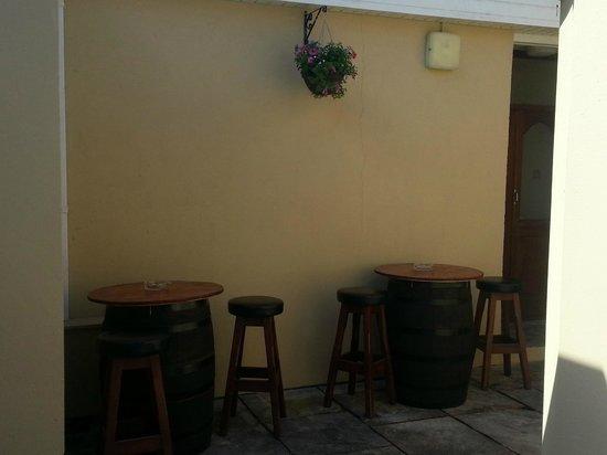 Phoenix Bar & Bistro: Beer Garden