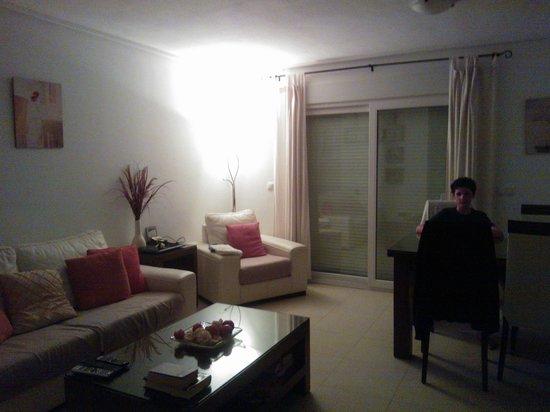 RRP La Torre Golf Resort : Living/dining room all open plan.