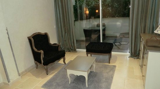 Hotel La Perouse: Zimmer und hintere Terrasse