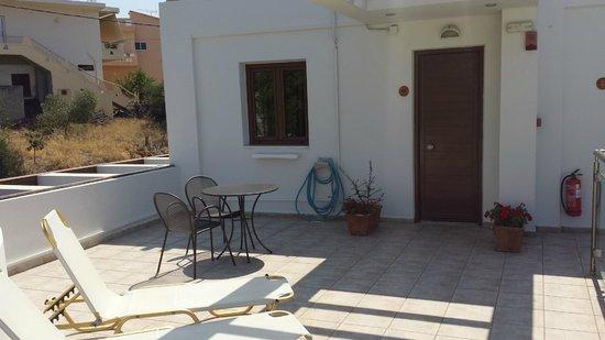 Minos Village: Terrasse de la chambre