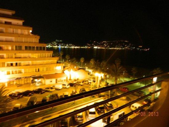 Prestige Victoria : vue de Rosas cote  'est' la nuit