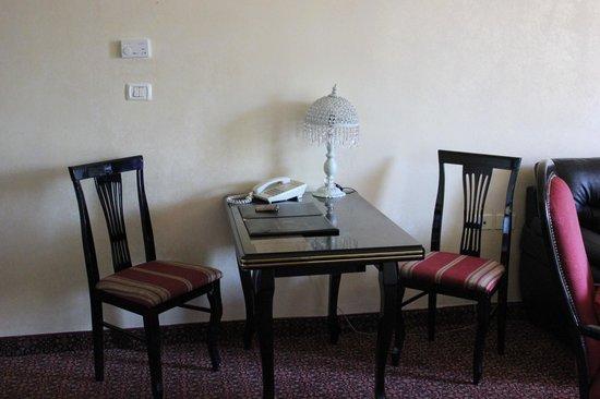 Addar Hotel: Salottino