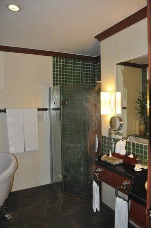 Borei Angkor Resort & Spa: Badkamer