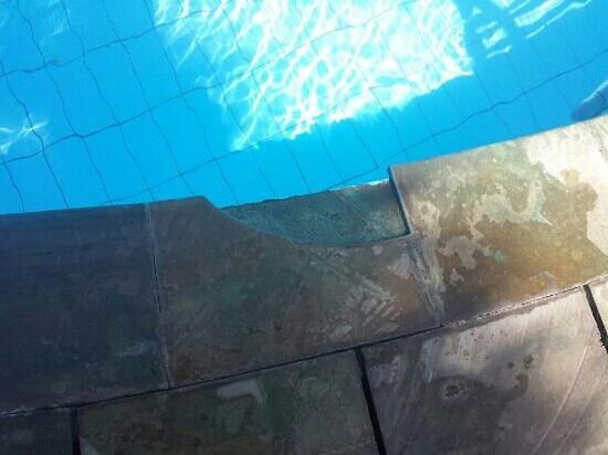 Kuta Indah Hotel: piscine dangereuse