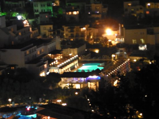Azka Otel: View of Azka from the windmills at night