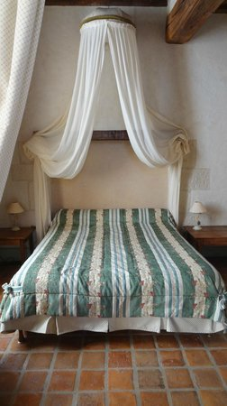 Hôtel Auberge de la Beursaudière : Chambre Le Vigneron Master bed