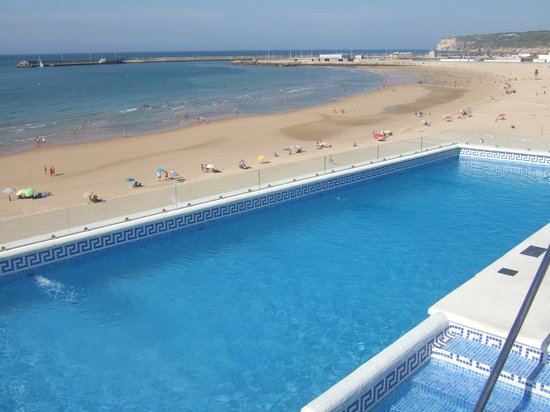Apartamentos Playa Barbate: Piscina sobre la playa
