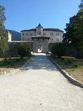 Castel Thun - Foto di Blumenhotel Belsoggiorno, Malosco - TripAdvisor