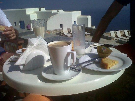 Miramare Hotel: Prima colazione frugale ma in ottima posizione!
