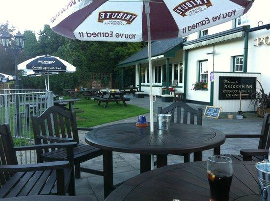 Polgooth Inn: Lovely outside seating area