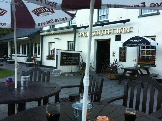 Polgooth Inn: We got a nice round table