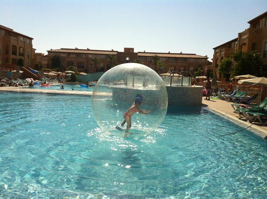 Holiday Village Menorca: one of the pool activities