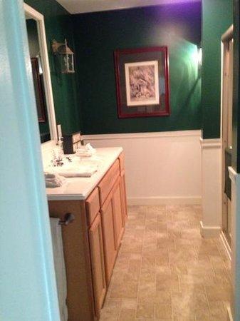 18 Vine Inn & Carriage House: coachman's quarters bathroom