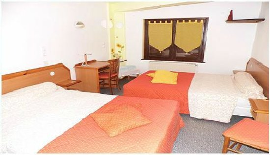 Hôtel des Touristes : chambre quadruple