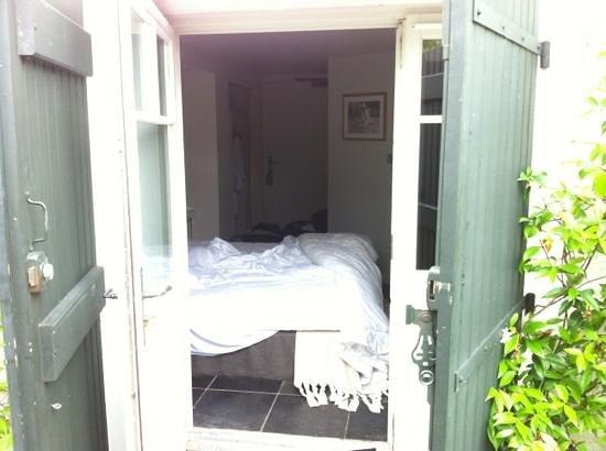 Auberge Basque : vue depuis la porte fenêtre