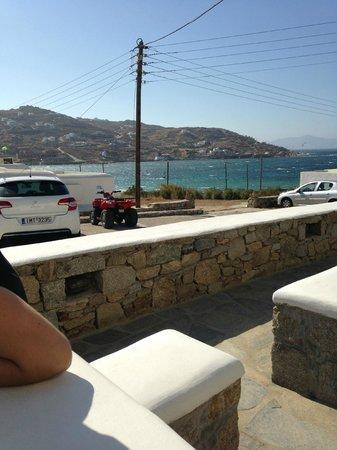 Anixi Hotel Mykonos: vista dal nostro terrazzino posto al piano terra
