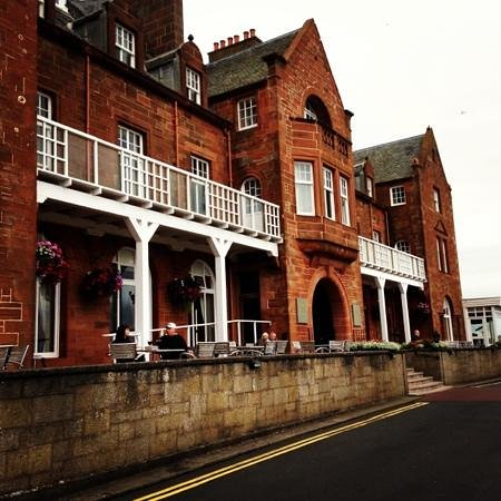 The Marine Hotel: front entrance