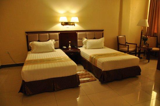 Florida International Hotel : twin beds