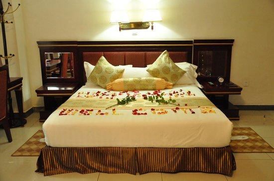 Florida International Hotel : king size bed room