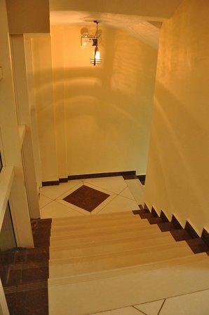 Florida International Hotel : stairs....