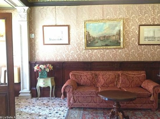 Hotel Marconi : The waiting area inside