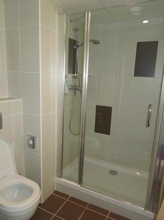 Ibis Styles Nice Aeroport: Bathroom
