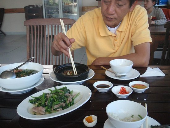 Yen Gia Quan: Enjoying some brunch with Hieu before I hit the road.