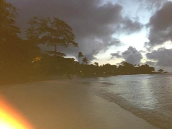 Coral Strand Smart Choice Hotel Seychelles: Take stroll along the Beach or sit at the Pool Bar with a drink and enjoy a beautiful Sunset