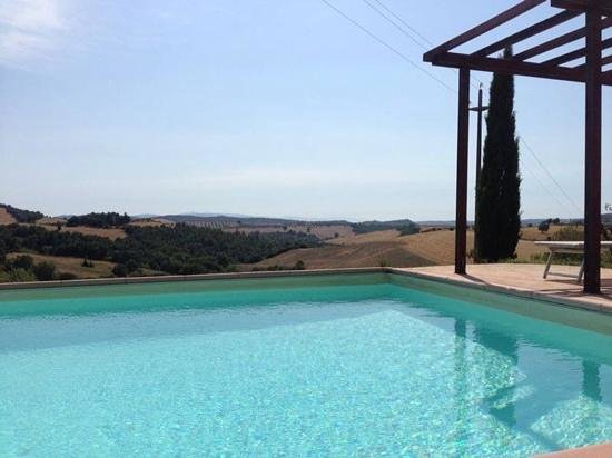 Quercia Rossa Farmhouse: The Pool view at Quercia Rossa