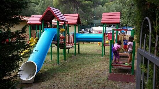 Arco Naturale Club: le giostre per i bambini