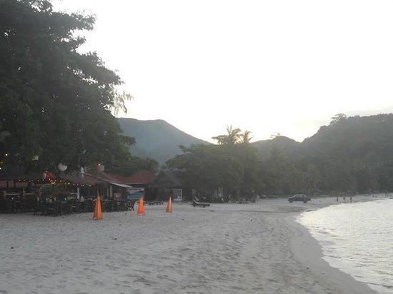 Starlight Resort: restaurants on the beach