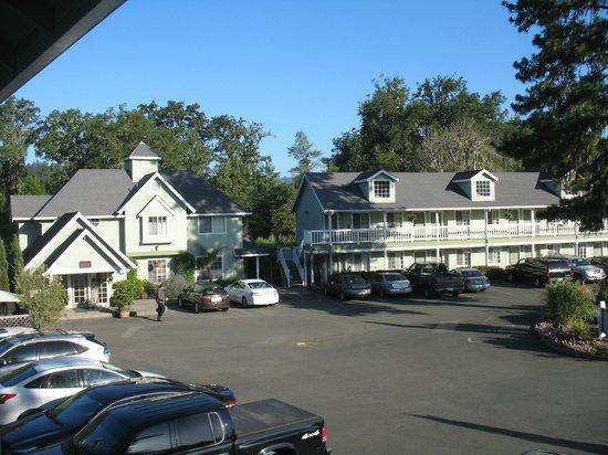 Baechtel Creek Inn : View of hotel grounds from our top floor room