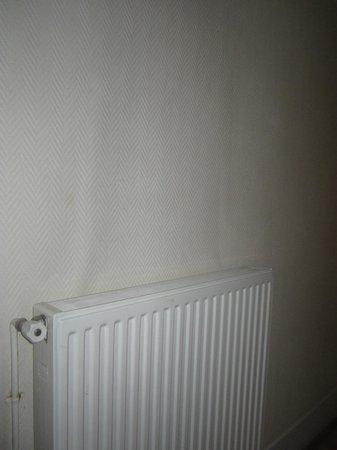 Hotel d'Alsace: mur chambre