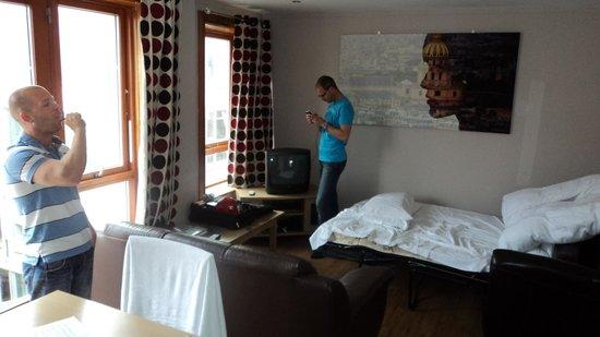 Staycity Aparthotels Millennium Walk: Living room Apt. 22