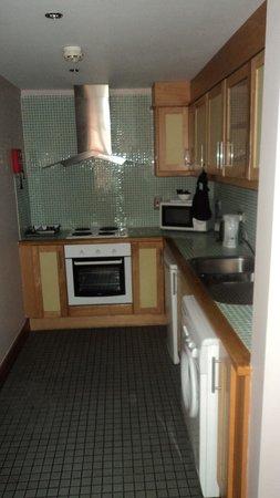 Staycity Aparthotels Millennium Walk: Kitchen Apt. 22