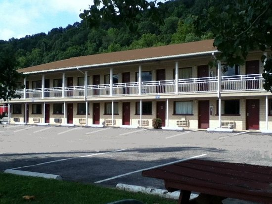 Americas Best Value Inn - St. Albans / South Charleston: Riverside Rooms Available