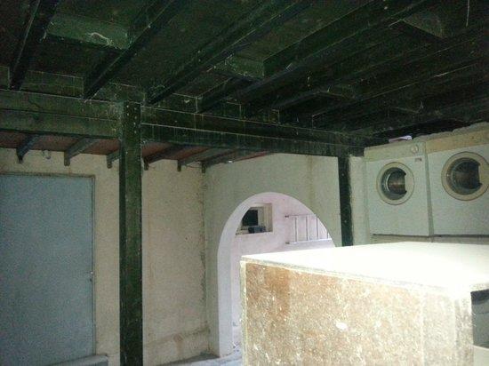 Hotel Rivari : dalla finestrella del bagno