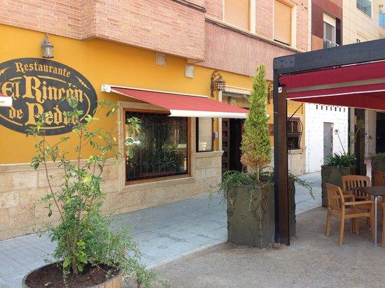 Entrada y toldo terraza fotograf a de restaurante el rincon de pedro almansa tripadvisor - Toldos en albacete ...