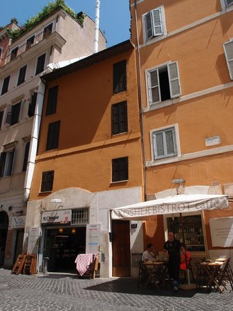 Black and White Suite: Via Santa Maria del Pianto 67, Rome