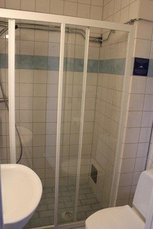 Freys Hotel Lilla Radmannen: Salle d'eau