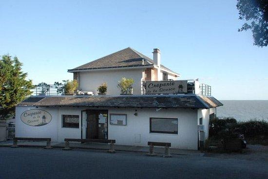 Crêperie de la Source : La façade côté entrée