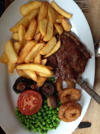 The Crown Inn at Catcott: Superb steak ;) Full of flavour, friendly owners.