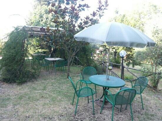 Il Grappolo E La Rosa: giardino